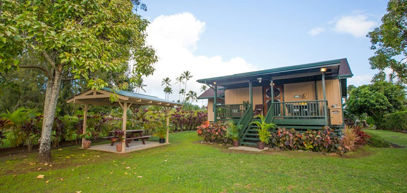 Hanalei-Land-Co-Vacation-Rentals-Hanalei-Palaka-housefromyard